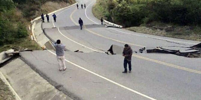 Peru'da şiddetli deprem meydana geldi