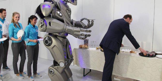 Robotlar insanların yerine çalışmaya başladı