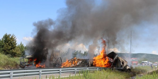 TEM'de zincirleme kaza: Araçlar alev aldı, yol kapandı...