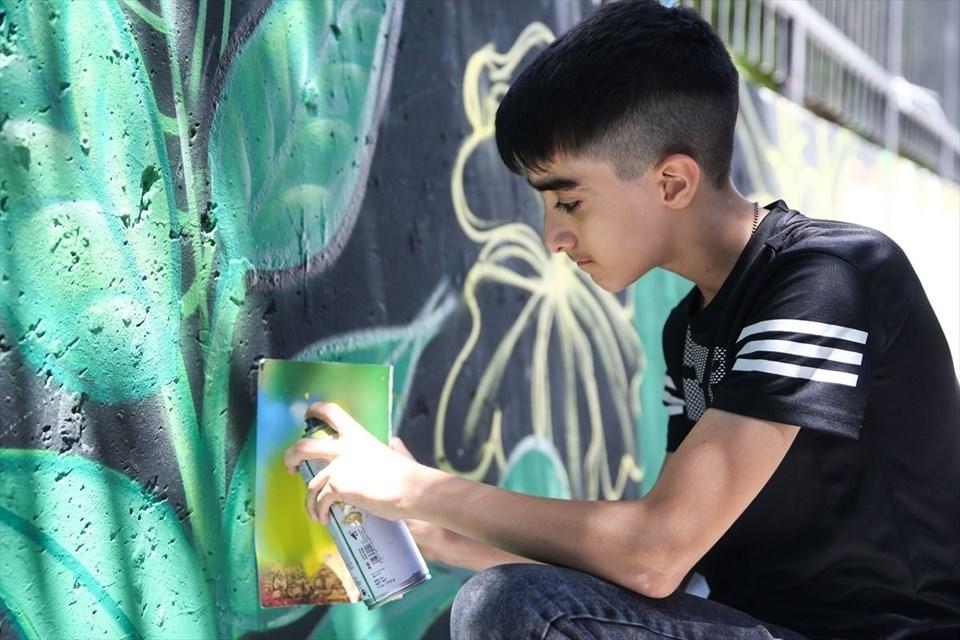 Esenyurt'un duvarları ve öğrencilerin hayatları grafitiyle renkleni 1