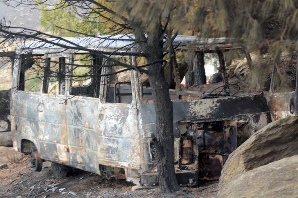 Marmara Adası'nda yangının ardından kalan kareler 1