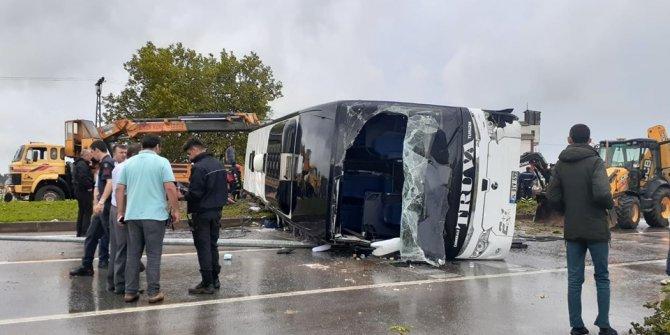 Çanakkale'de yolcu otobüsü devrildi: Yaralılar var/ İlk görüntüler