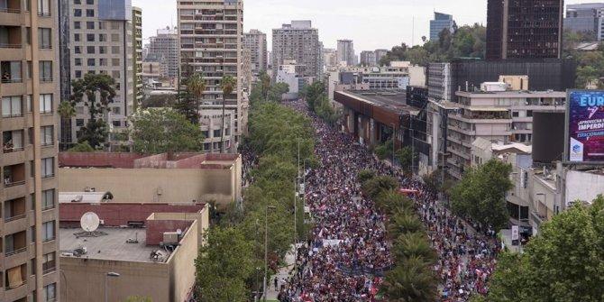 """Tarihinin en büyük protestosu"""" 7. gününde"""