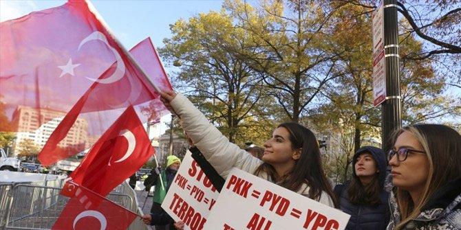 ABD'de Erdoğan coşkusu! Türk Bayrağını alan koştu