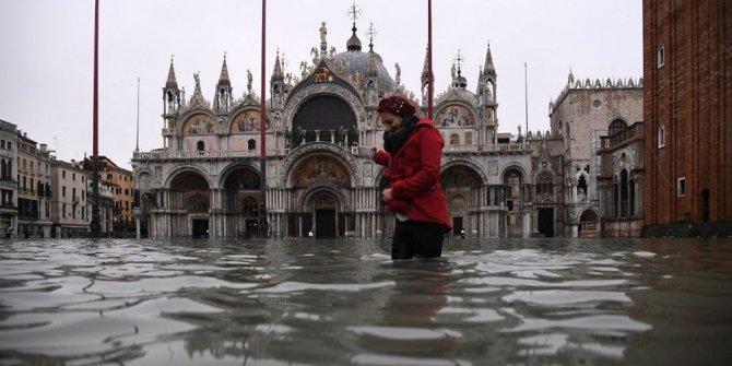 Turistik Venedik şehri sel sularına teslim: 2 ölü