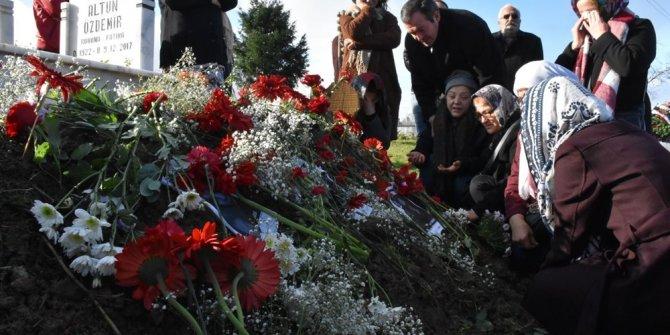 Ceren Özdemir'e 'doğum günü' ziyareti