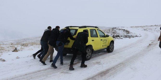 Doğu'da kar yağışı hayatı olumsuz etkiledi