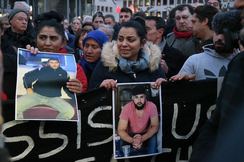 Almanya ırkçı saldırıya kurban gidenlere ağlıyor 1