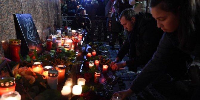 Almanya ırkçı saldırıya kurban gidenlere ağlıyor