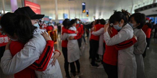 Koronavirüsün başkenti Wuhan'da karantina bitti herkes sokakta
