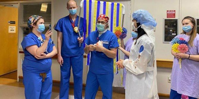 Korona günlerinde doktorlara hastanede düğün