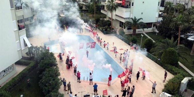 Türkiye tek yürek oldu! 19.19'da tüm sesler birleşti