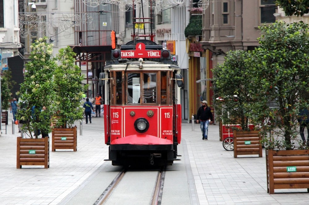 Nostaljik tramvay İstiklal Caddesi'nde seferlere başladı 1