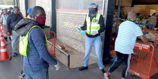 Güney Afrika'da Kovid-19 tedbirleri gevşetildi