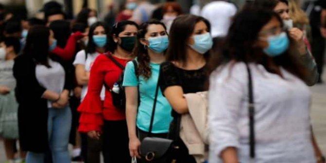 İspanya'da son 24 saatte 9 bin 437 yeni koronavirüs vakası