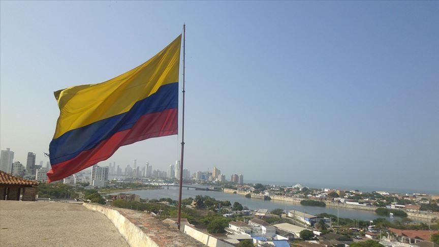 Kolombiya'da yerli protestocular İspanyol sömürge dönemi komutanının heykelini yıktı