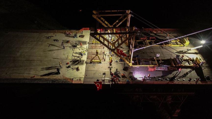 Yeni Kömürhan Köprüsü'nün iki yakası birleşti