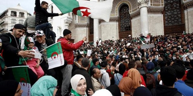 Cezayir, yeni Anayasa ile ülkedeki Fransız nüfuzunu kırmak istiyor