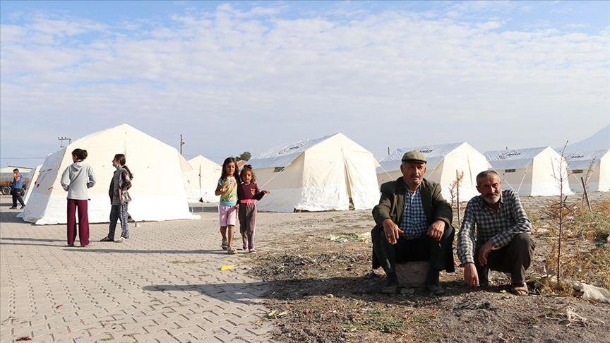 Obruk köyünde vatandaşlar geceyi dışarıda geçirdi