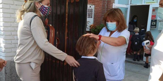İspanya'da okullarda üç haftada 2 bin 852 sınıf Kovid-19'dan kapandı
