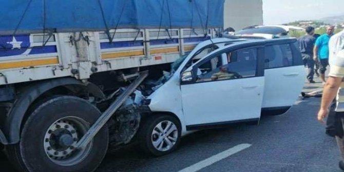 Feci kaza: TIR'a arkadan çarptı: 3 ölü, 1 yaralı