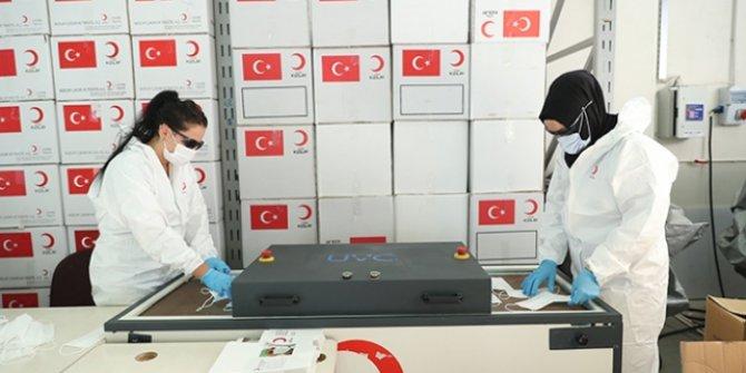 Türk Kızılay, ürettiği maskeleri ihtiyaç sahiplerine ücretsiz dağıtıyor