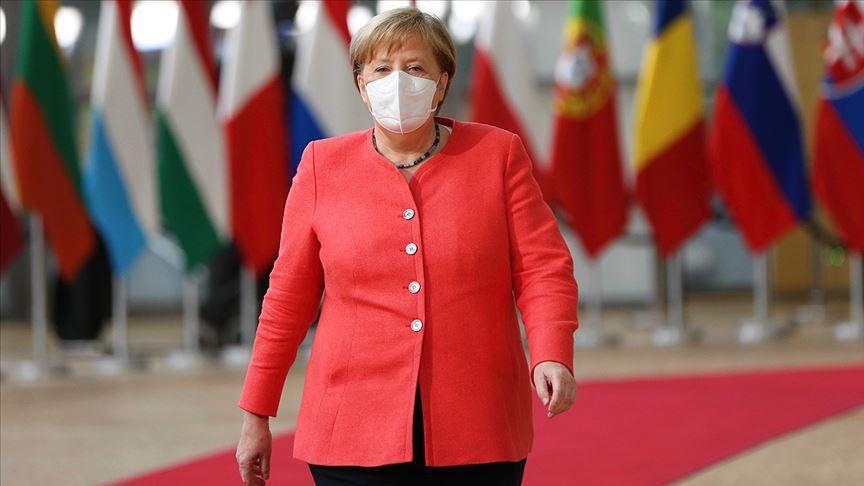Merkel Kovid-19 vakalarındaki artıştan endişeli