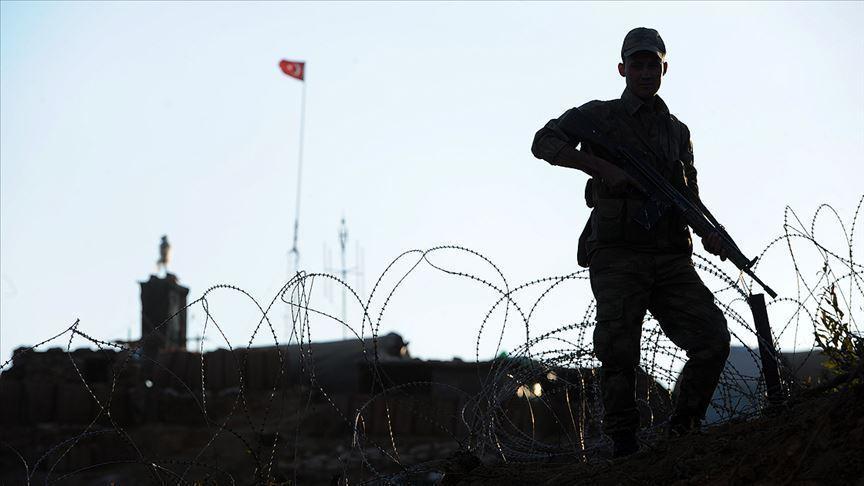 Mardin'de PKK'lı iki terörist teslim oldu