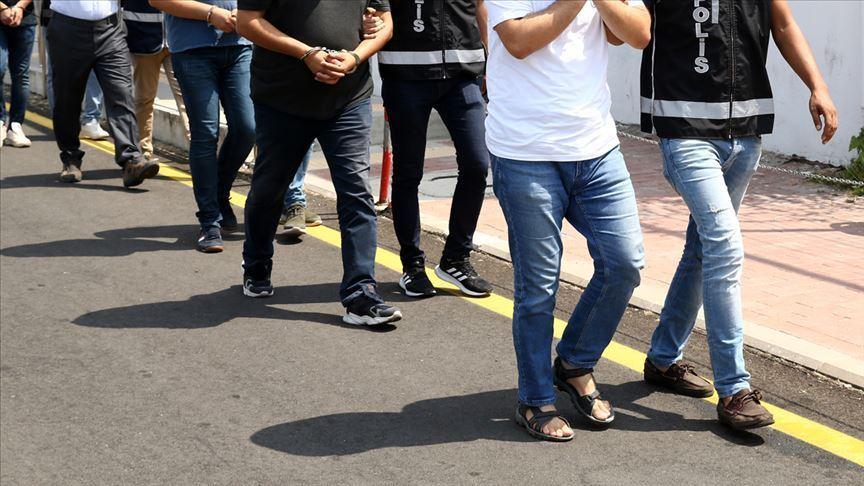 İzmir merkezli FETÖ operasyonunda 89 şüpheli gözaltına alındı