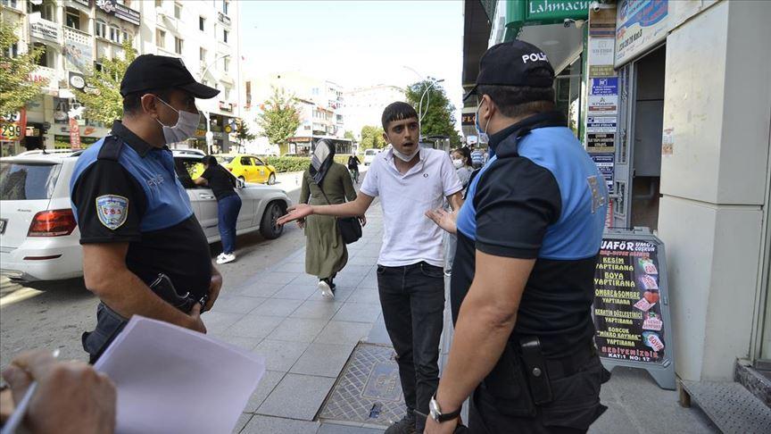Çorum'da maske takmayıp polise direnen kişiye 392 lira ceza verildi