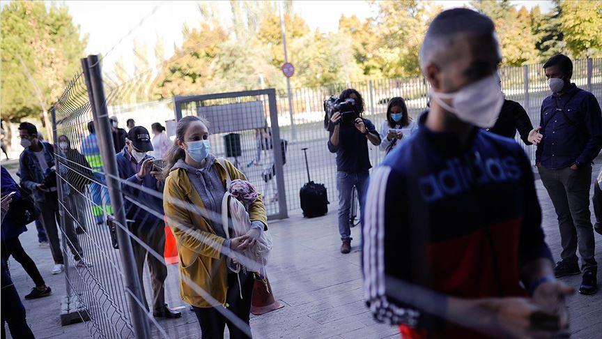 İspanya'da Kovid-19 vakalarının 5'te 1'i hastanede tedavi gördü