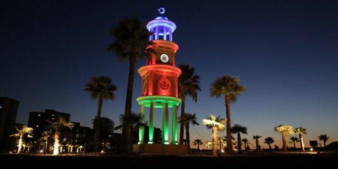 Manisa'daki saat kulesi Azerbaycan bayrağının renkleriyle aydınlatıldı