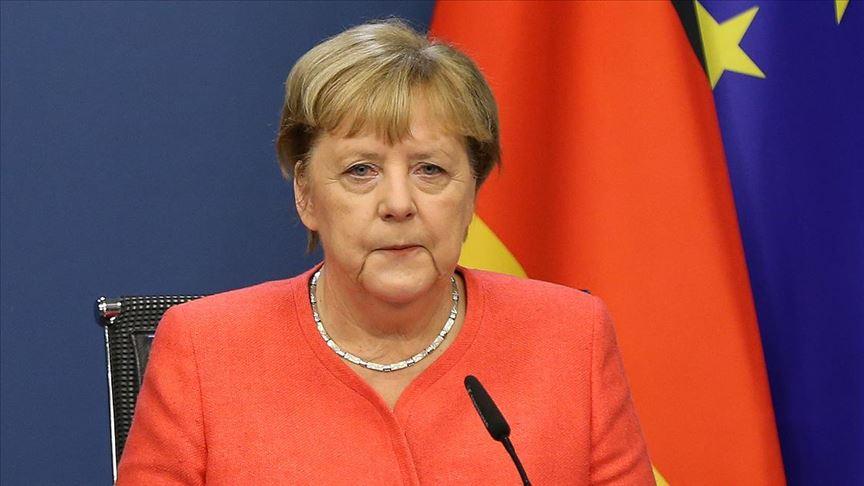 Merkel: AB ile Türkiye vize serbestisi konusunu görüşecek