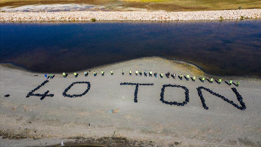 Van Gölü kıyıları ve Akköprü Deresi'nde 45 ton çöp toplandı