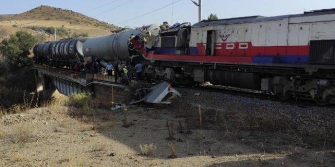 Yozgat'ta 2 yük treni çarpıştı, ekipler bölgeye sevk edildi