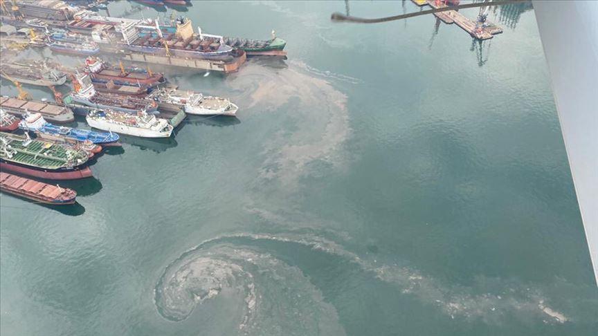 İstanbul Tuzla'da denizi kirleten gemiye 1,3 milyon lira ceza kesildi