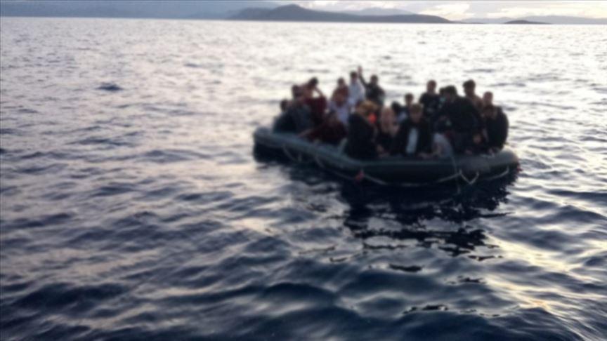 Kanarya Adaları'na son 36 saatte Afrika'dan 1000'den fazla düzensiz göçmen geldi