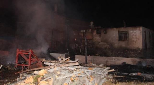 Amasya'daki yangında 2 ev kullanılamaz hale geldi
