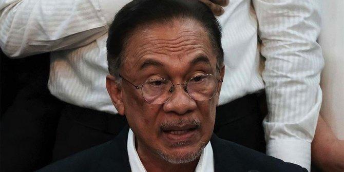 Malezya'da muhalefet lideri Enver hükümet kurma girişimi için Kral ile görüştü