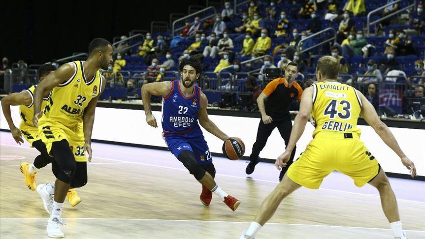 Anadolu Efes THY Avrupa Ligi'nde ilk galibiyetini aldı