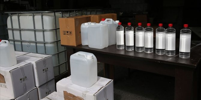 İstanbul'da sahte içki yapımında kullanılan 15 ton malzeme ele geçirildi