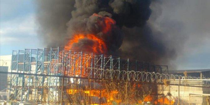 Ayvalık'ta zeytin yağı fabrikasının bahçesinde yangın