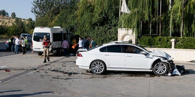 Şanlıurfa'da işçi servisi ile otomobil çarpıştı