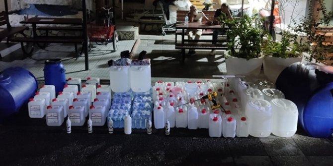 İzmir'de sahte içki imalathanesine dönüştürülen eve baskın