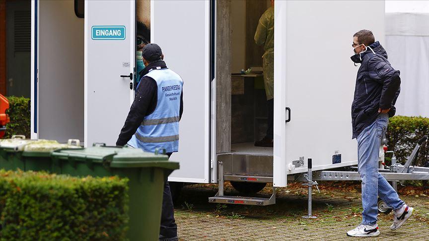 Berlin'de koronavirüs test laboratuvarlarının kapasitesi yetersiz