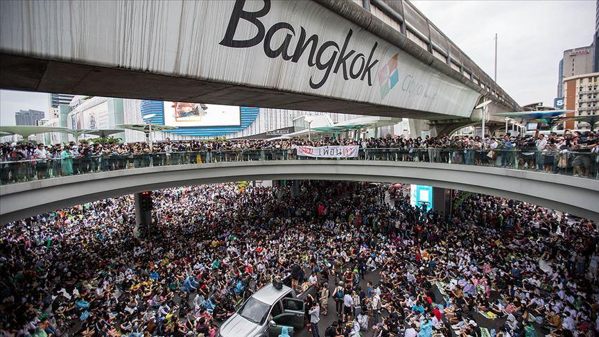 Tayland'da hükümet karşıtı protestolar yasağa rağmen devam ediyor