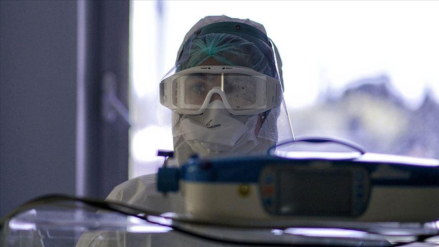 Türkiye'de son 24 saatte 2102 kişiye Kovid-19 hastalık tanısı konuldu