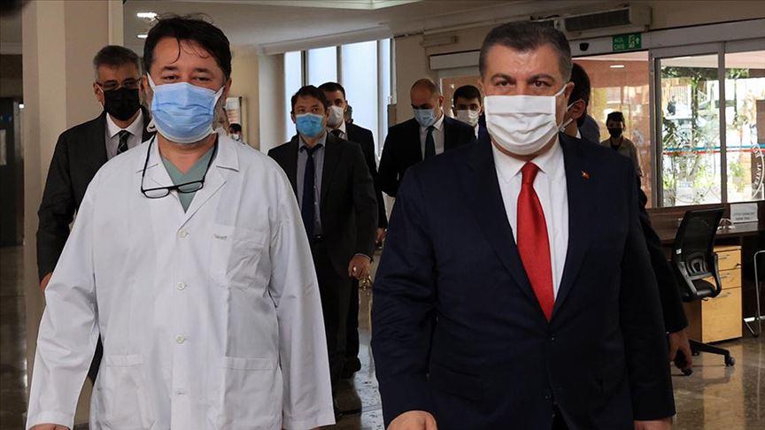 Sağlık Bakanı Koca, Şişli Hamidiye Etfal Eğitim ve Araştırma Hastanesi'ni ziyaret etti