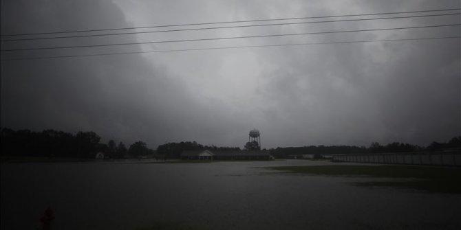 Kasırgaya dönüşerek ABD kıyılarını vuran Zeta, 3 can aldı