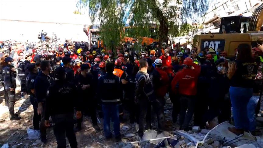 Anne ve 3 çocuğu depremden 23 sonra enkazdan yaralı olarak çıkarıldı
